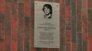 Przy ul. Zgody odsłonięto tablicę poświęconą Grzegorzowi Przemykowi