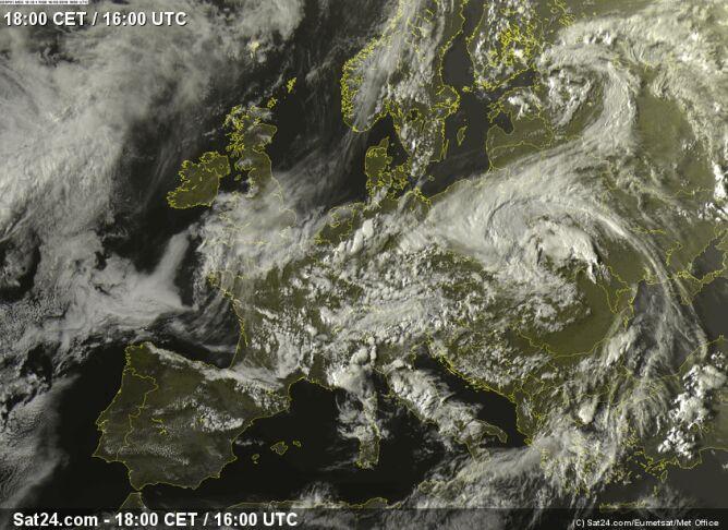 Obraz satelitarny z godziny przejścia tornada (sat24)